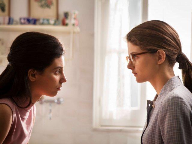 SNC_da sinistra Gaia Girace (Lila Cerullo) e Margherita Mazzucco (Elena Greco)episodio 2_foto di Eduardo Castaldo_ (1) (1)
